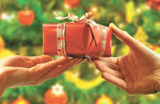 Sugiere Profeco intercambio de regalos con precio tope para impulsar economía en el país