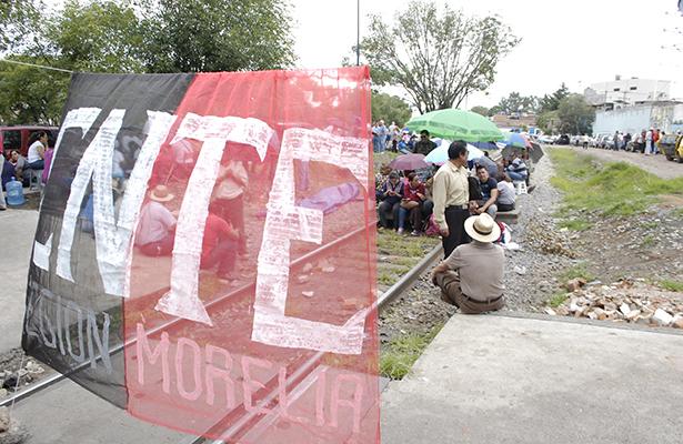 Vinculan a proceso a maestro de  la CNTE que dañó vías del tren