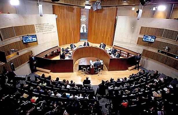 Legal que partidos políticos fijen normativa de sus grupos parlamentarios: TEPJF