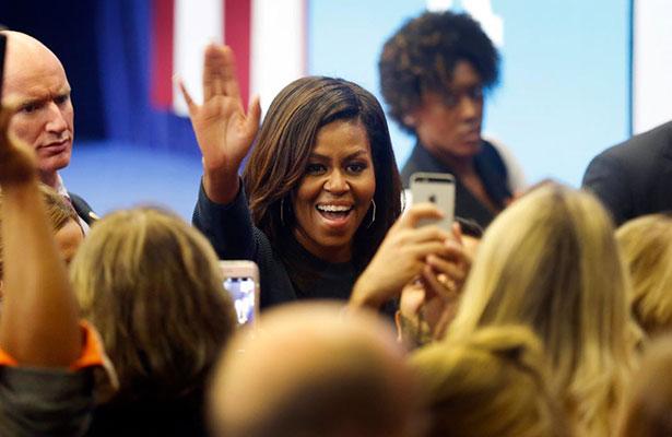 Michelle Obama auxilia a Santa en noche maratónica