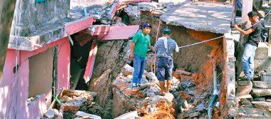 Familias se niegan a dejar viviendas ante creciente del río Pichucalco