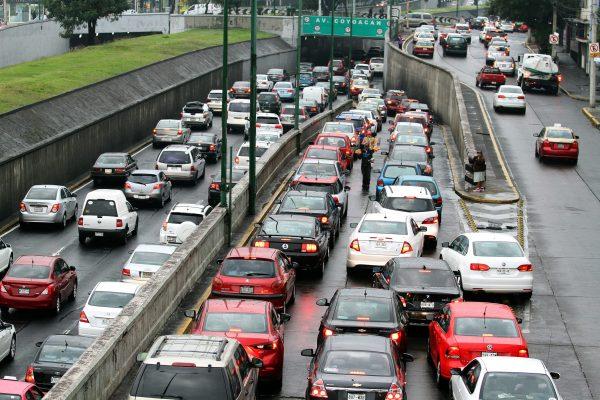 Este miércoles descansan autos con engomado rojo
