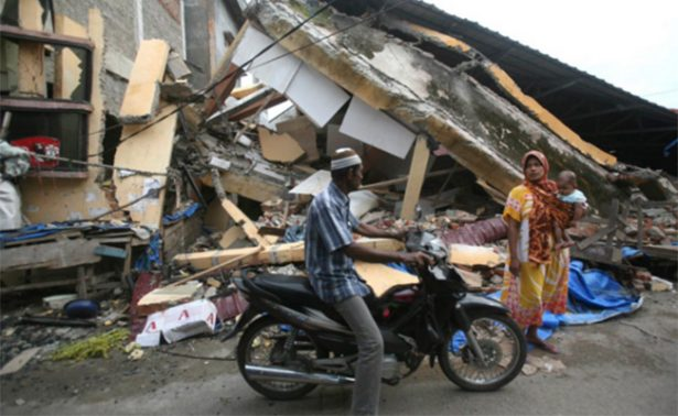 Tras sismo en Indonesia, desplazan a más de 45 mil personas