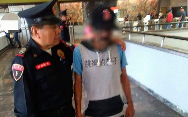 Héroe sin capa: policía evita suicidio en Metro Universidad
