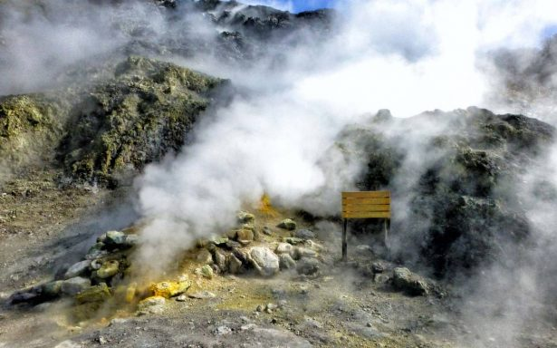 Mueren tres personas en Italia al caer dentro de cráter volcánico