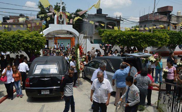 Dan último adiós a víctimas del socavón en Paso Express