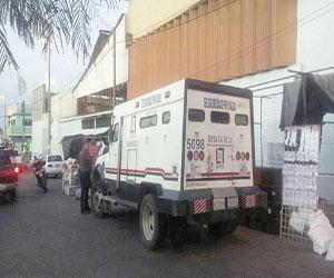 Arrolla camioneta de valores puestos en la Juárez
