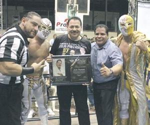 Agradecen a Julio Preciado su apoyo a la Lucha Libre