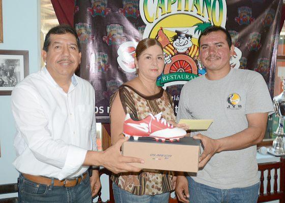 Zapatería Magui es designado como equipo del mes