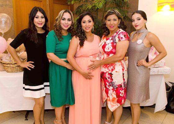 Recibe regalos para su bebé Nayeli Viera Mendoza