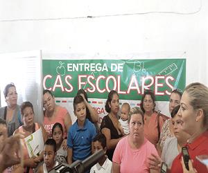 Entrega diputada Becas a 18 Estudiantes