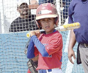 Con apenas 10 años de edad, el niño Hernán Paúl Reyes Silva tiene claro cuáles son sus sueños: jugador beisbol profesional y en un futuro llegar al mejor beisbol del mundo. Foto: El Sol de Mazatlán.