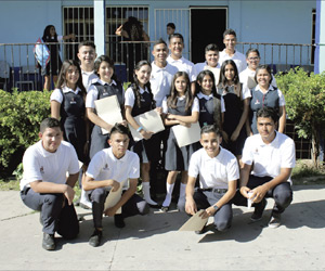 Alumnos Concluyen sus estudios en la Secundaria Técnica Comercial Miguel Hidalgo
