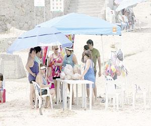 Aumenta estancia promedio y gasto de turistas en este verano