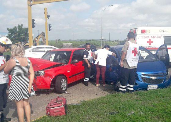 Accidente vehicular en glorieta
