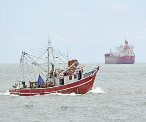 Salen Primeros Barcos vía Lastre