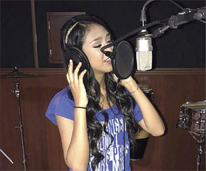 Es Rosa Michell una joven promesa de la música sinaloense