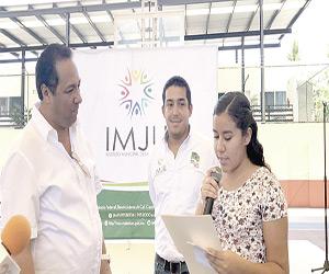 En Mazatlán, 700 estudiantes reciben becas  de Proase, de 300 y 400 pesos para el transporte