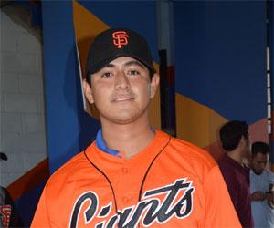 San Francisco firma lanzador yucateco