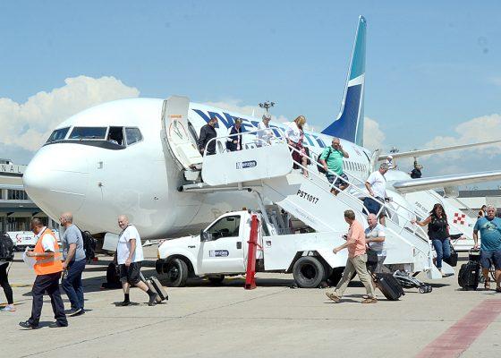 Aumentan 50 por ciento asientos de avión: Berdegué
