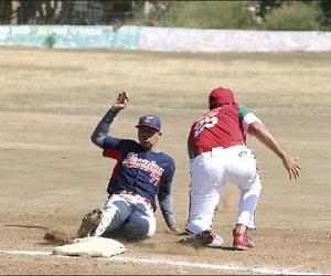 Sigue la Liga de Beisbol Magisterial. Foto: Jesús Guzmán / El Sol de Mazatlán.