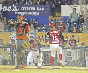 Naranjeros de Hermosillo hicieron explotar su ofensiva y con un racimo de cinco en la parte alta del quinto rollo guiaron su victoria 9-7 ante Venados de Mazatlán, igualando la serie a un juego por bando.