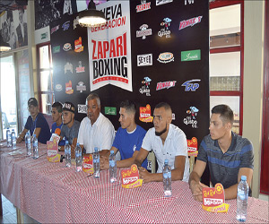 en conferencia de prensa Jesús Zápari expresó, junto a los peladores, todos los pormenores de esta pelea. Foto: El Sol de Mazatlán.