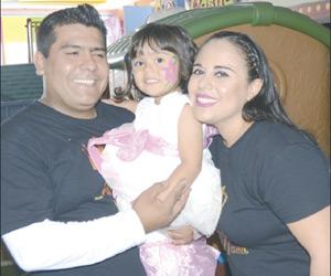 Es Una Linda Princesa en su FestejoAime Manzanares