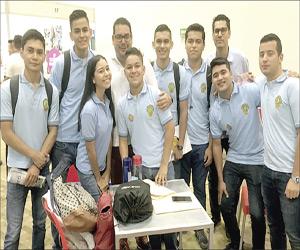 Participan jóvenes en la Expo Universidad