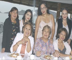 Son Festejadas Idolina Campos y Guadalupe Liduvina