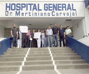 Se Manifiestan Trabajadores de Salud porincumplimientode Pago