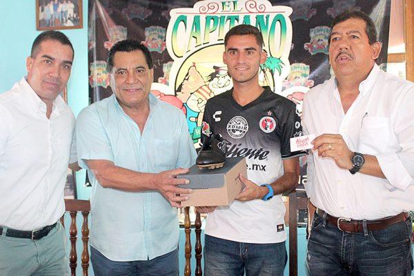 """Recibe honores """"Pitu"""" Ortega como jugador del mes"""