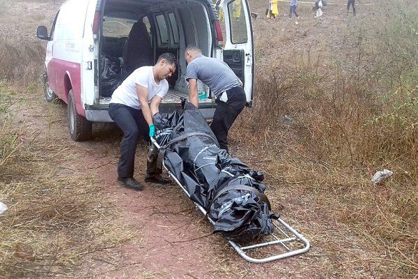 Encuentran cinco cuerpos en fosas clandestinas