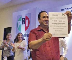 Recibe Pucheta constancia como candidato a la presidencia municipal de Mazatlán