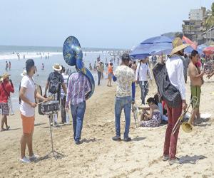 Urge ordenar bandas en playa