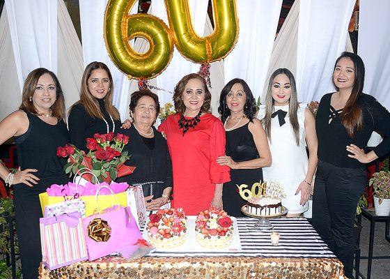 Felicitan a Elba Rosa