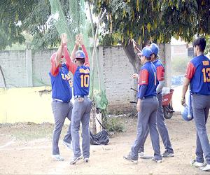"""La UAS sigue mostrando su poderío en la categoría """"A"""" del Beisbol Burócrata. Foto: Arturo Gutiérrez / El Sol de Mazatlán."""