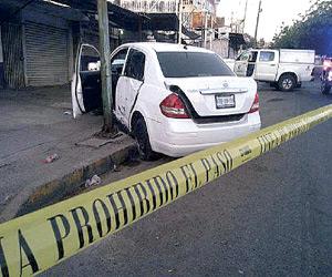 Localizan vehículo con impactos de bala