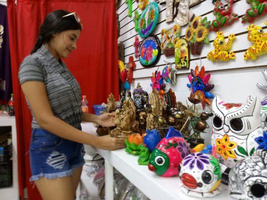 Aumentan ventas de artesanias y souvenirs