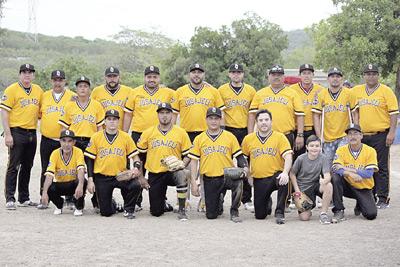 El equipo de pesquera Jusajeli, amarra el título de la liga de beisbol interpesquera. Foto: Jesús Guzmán / El Sol de Mazatlán.