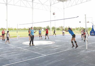 Ajustan cursos de arbitraje en el Volibol Porteño. Foto: El Sol de Mazatlán / Cortesía.