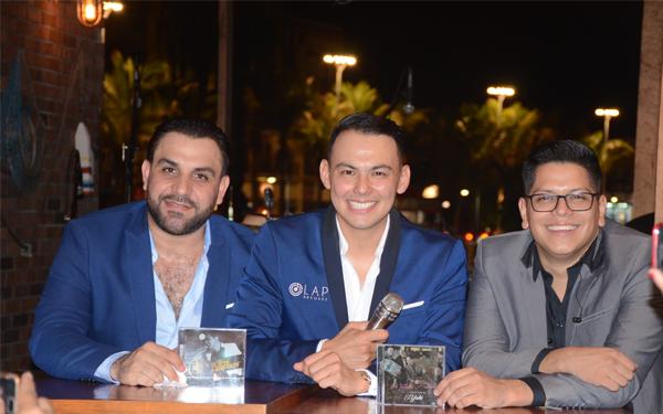 """El talentoso cantante, """"El Yaki"""", presenta su disco debut como solista"""