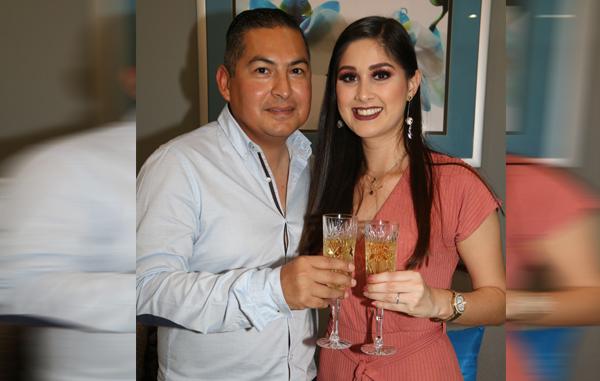 Alejandra y Abraham fijan fecha de su matrimonio