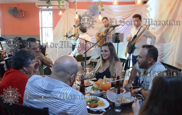 El video de Julio Preciado se realizó en una cevicheria de Mazatlán