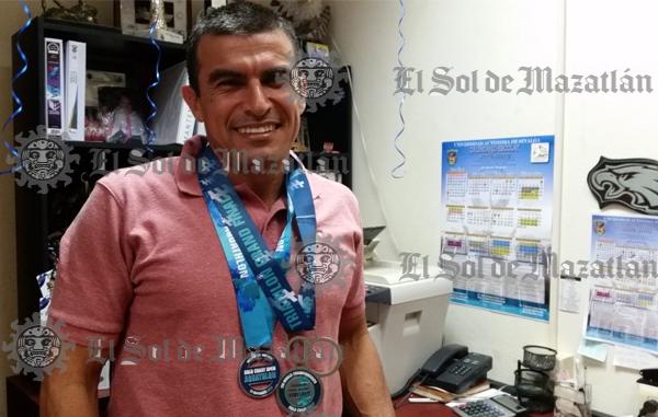 Gana medalla de plata en mundial de triatlón y lo dedica a la UAS