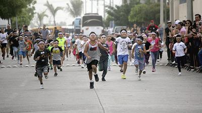 Con gran entusiasmo los peques disfrutaron la carrera. Foto: Jesús Guzmán / El Sol de Mazatlán.
