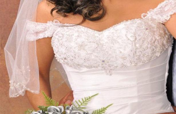 Novia se cae durante su boda y queda parapléjica