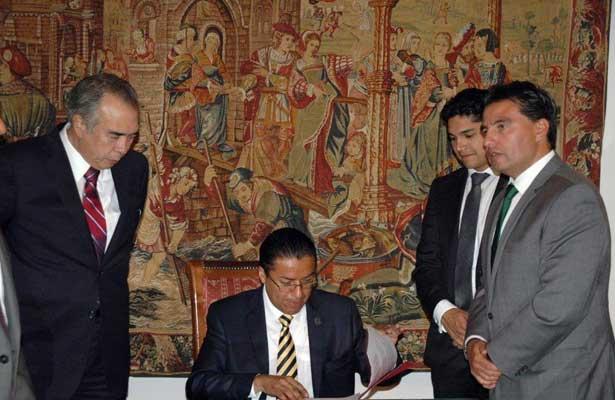 Firma JFCA convenio de coordinación con junta local de Querétaro