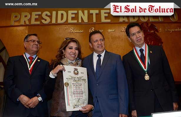 """Entregan a El Sol de Toluca el pergamino """"José Antonio Alzate"""""""