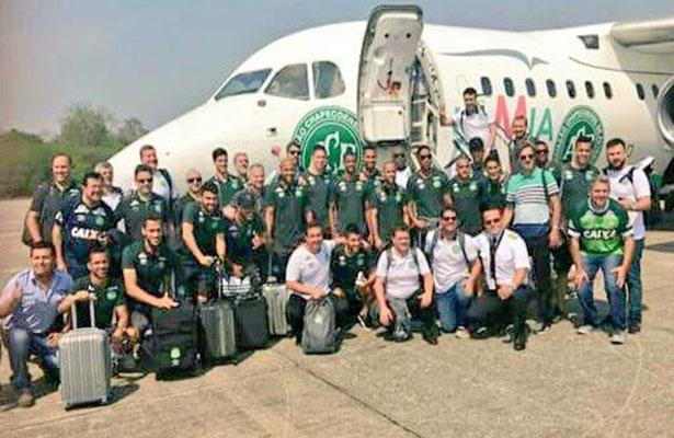 Fallecieron 71 personas; entre los 6 supervivientes, tres son jugadores del Chapecoense. Foto: Twitter